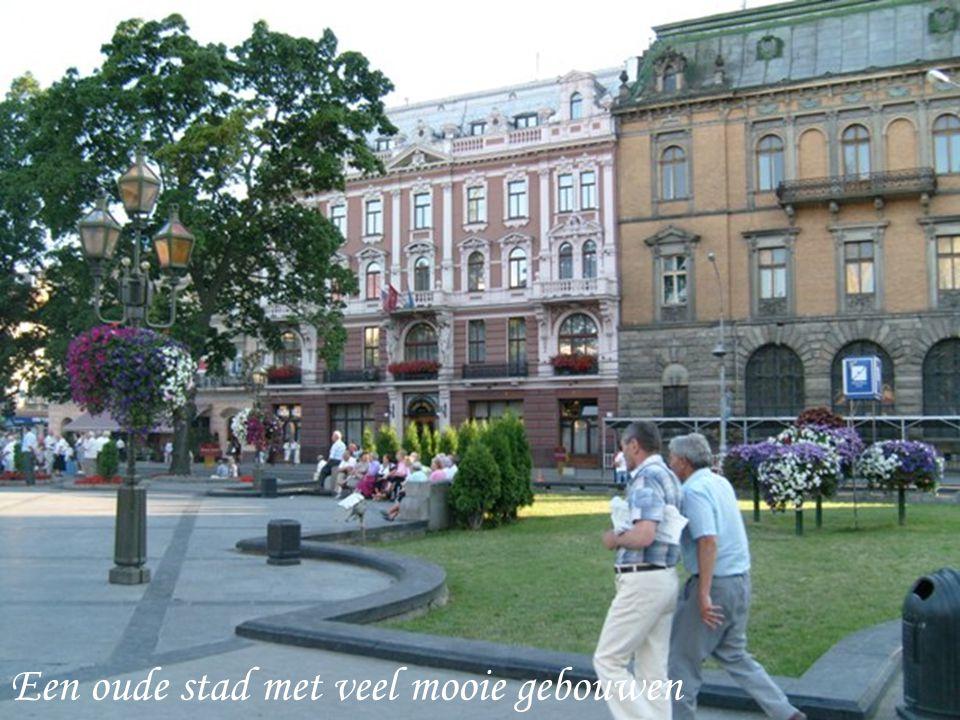Een oude stad met veel mooie gebouwen
