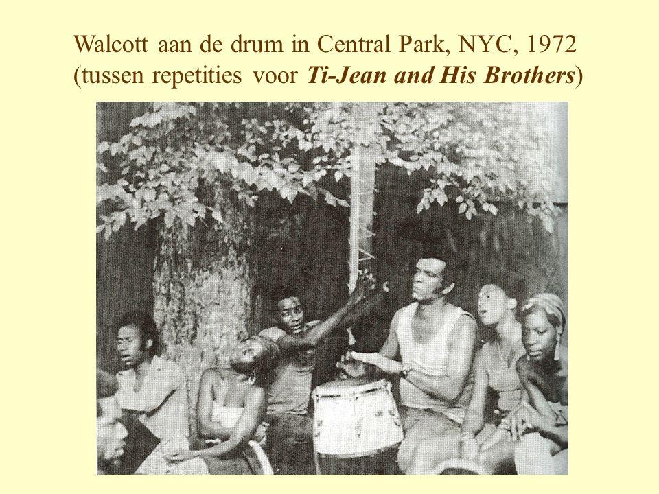 Walcott aan de drum in Central Park, NYC, 1972 (tussen repetities voor Ti-Jean and His Brothers)