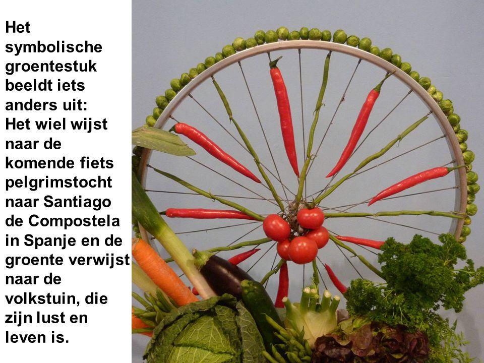 Het symbolische groentestuk beeldt iets anders uit: Het wiel wijst naar de komende fiets pelgrimstocht naar Santiago de Compostela in Spanje en de gro