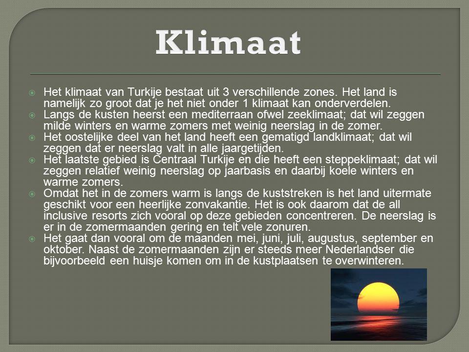  Het klimaat van Turkije bestaat uit 3 verschillende zones. Het land is namelijk zo groot dat je het niet onder 1 klimaat kan onderverdelen.  Langs