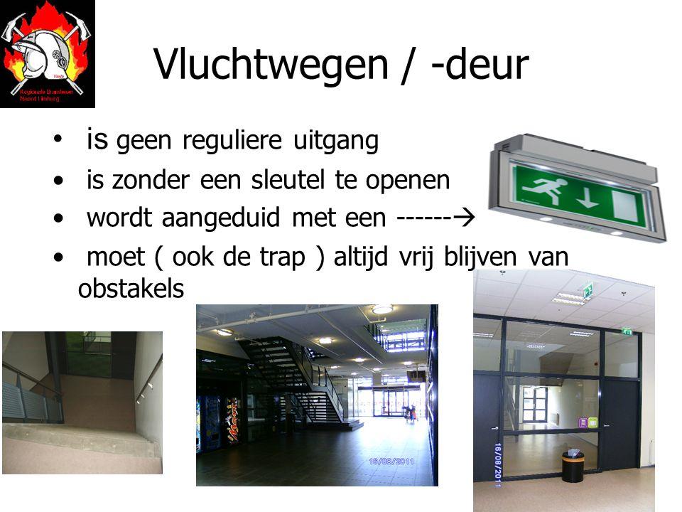 Vluchtwegen / -deur is geen reguliere uitgang is zonder een sleutel te openen wordt aangeduid met een ------  moet ( ook de trap ) altijd vrij blijven van obstakels