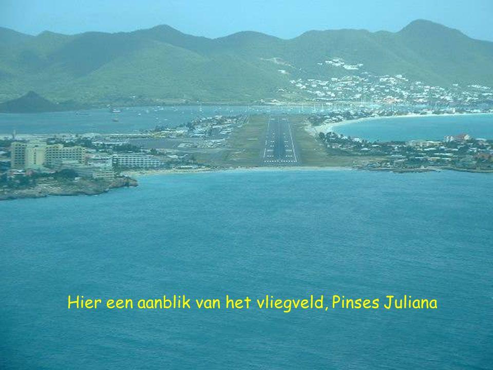 Hier een aanblik van het vliegveld, Pinses Juliana