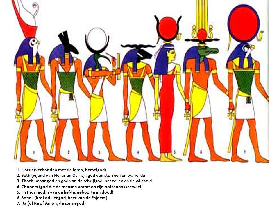 1. Horus (verbonden met de farao, hemelgod) 2. Seth (vijand van Horus en Osiris) : god van stormen en wanorde 3. Thoth (maangod en god van de schrijfg
