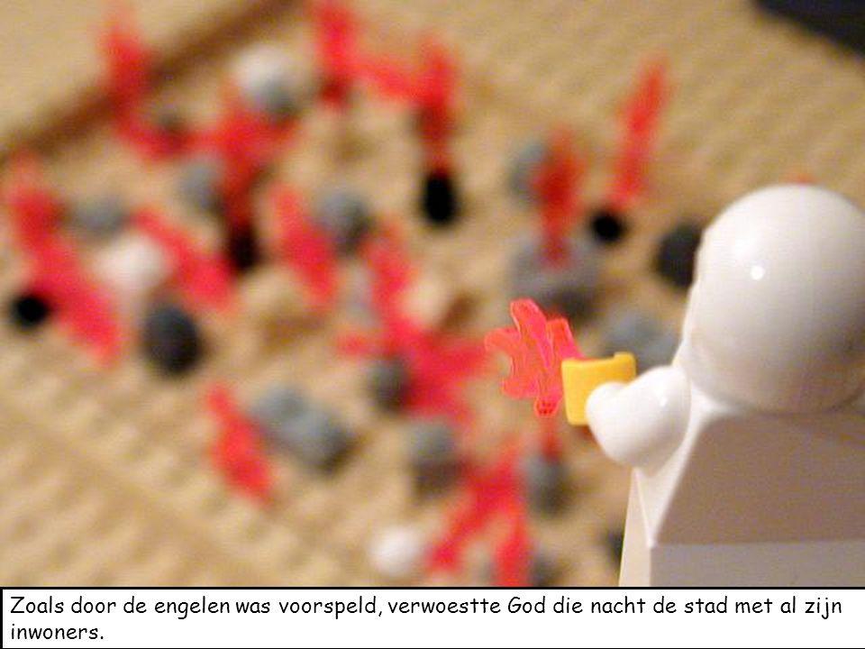 Zoals door de engelen was voorspeld, verwoestte God die nacht de stad met al zijn inwoners.