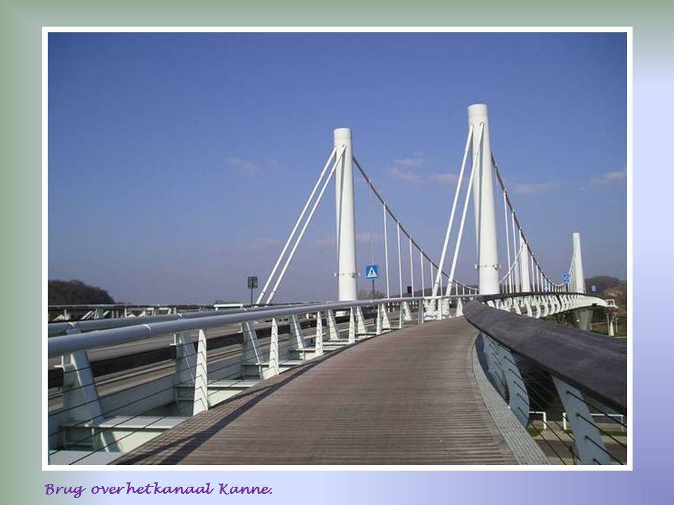 Zicht op brug Kanne.