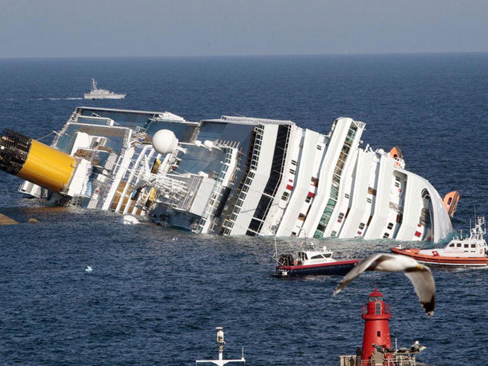 Het cruiseschip Costa Concordia liep voor de kust van Toscane aan de grond en maakte door een scheur in de romp al vlug veel water. Het schip maakte s