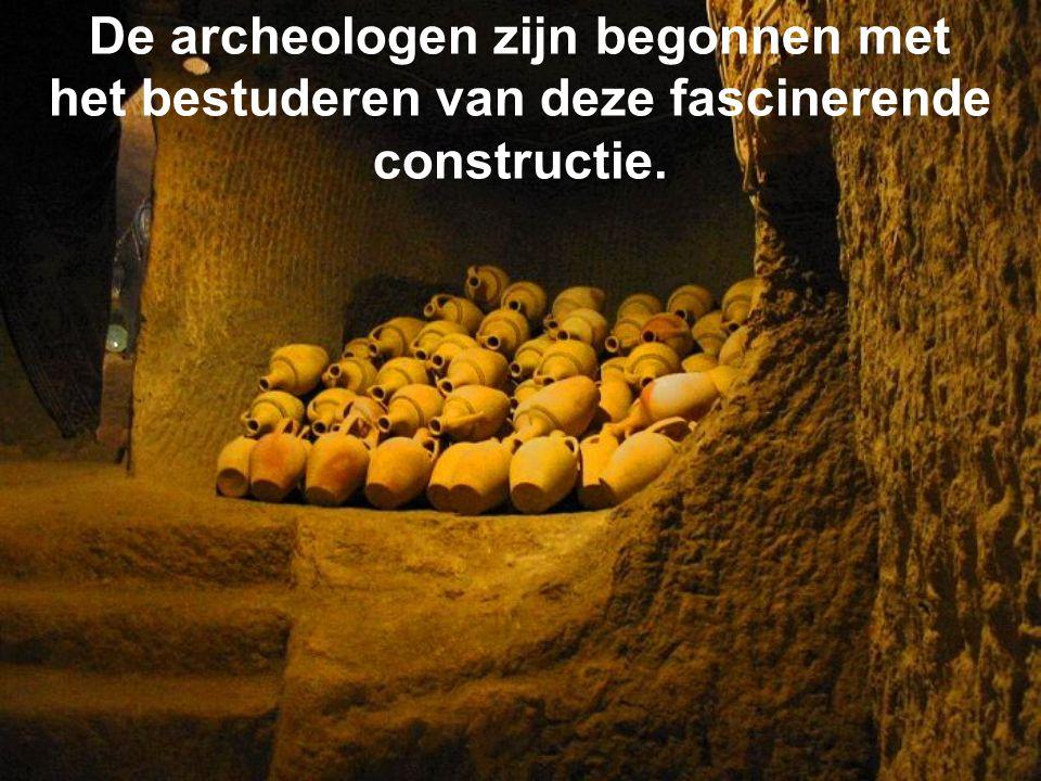 De archeologen zijn begonnen met het bestuderen van deze fascinerende constructie.