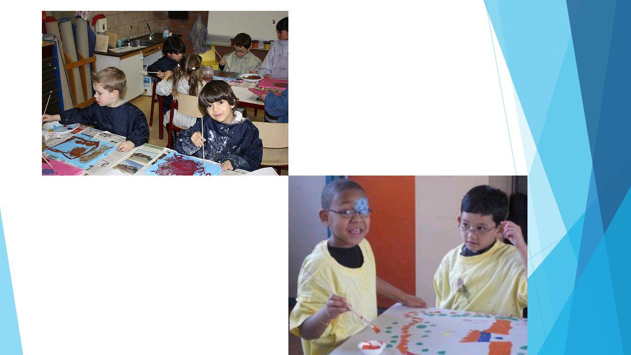4. PPG: Praktisch Pedagogische Gezinsbegeleiding a. Wat is PPG?  Een agogisch-pedagogische wijze van hulpverlening o Begeleiding bij alledaagse situa