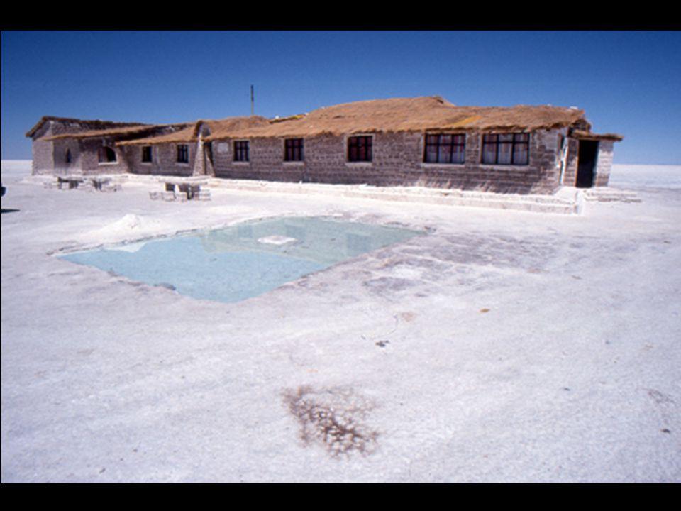 """Deze zoutblokken worden gebruikt voor het bouwen van """"zouthotels""""."""