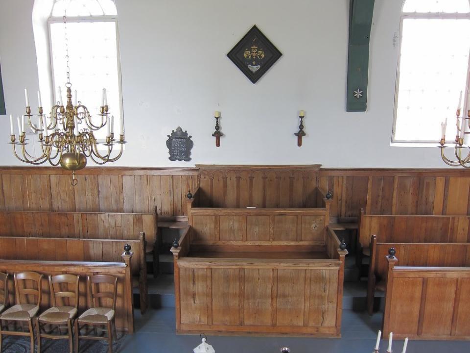Schraard werd in de middeleeuwen bekend om een 'hostiewonder' dat daar rond 1414 zou hebben plaats gevonden. Pastoor Jarich en zijn vicaris vonden op