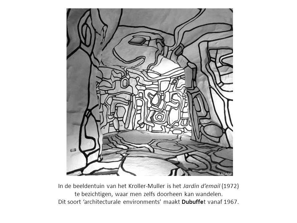 In de beeldentuin van het Kroller-Muller is het Jardin d'email (1972) te bezichtigen, waar men zelfs doorheen kan wandelen.