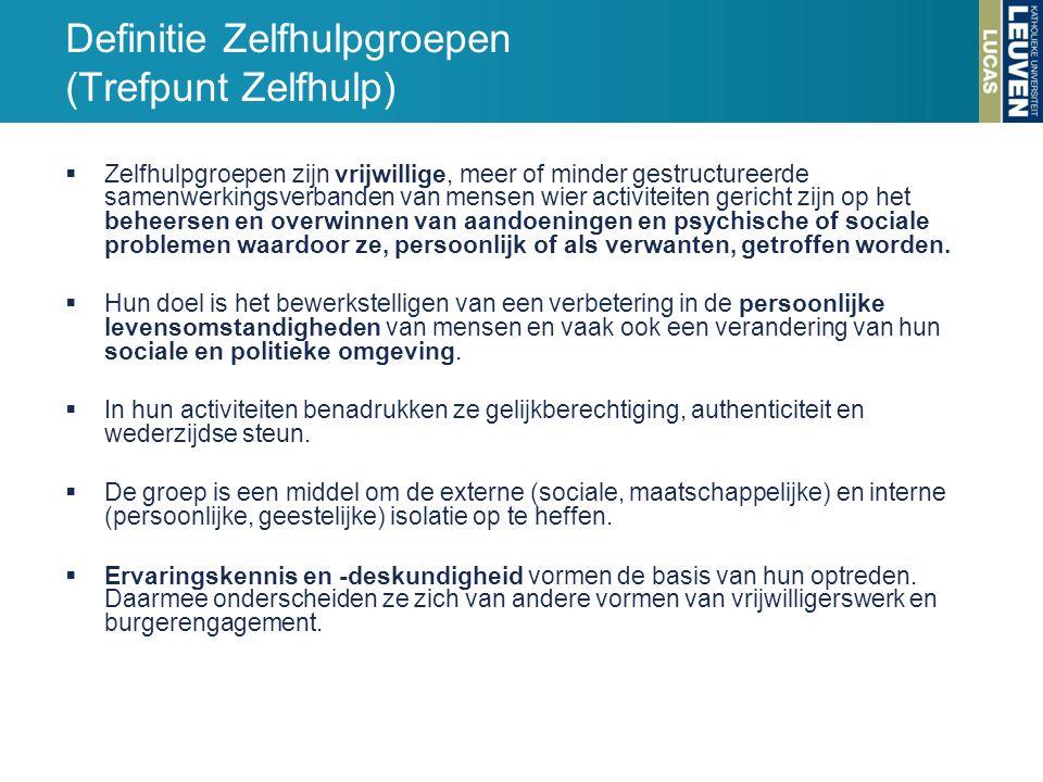 Definitie Zelfhulpgroepen (Trefpunt Zelfhulp)  Zelfhulpgroepen zijn vrijwillige, meer of minder gestructureerde samenwerkingsverbanden van mensen wie