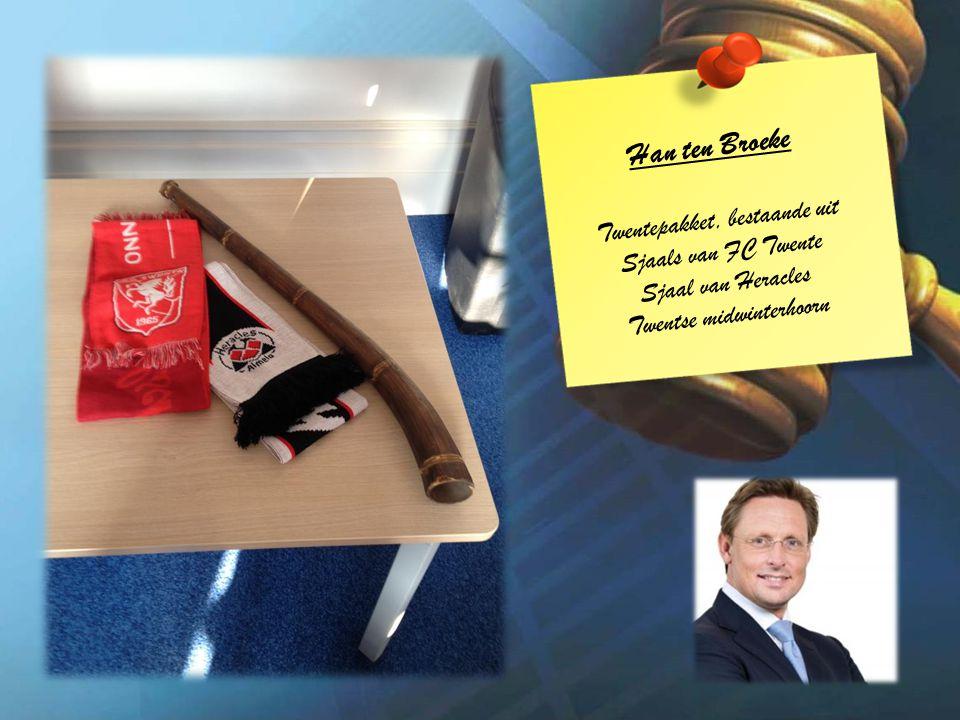 Han ten Broeke Twentepakket, bestaande uit Sjaals van FC Twente Sjaal van Heracles Twentse midwinterhoorn
