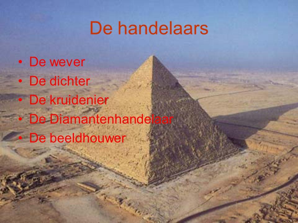 De piramide van cheops Men vermoedt dat cheops deze piramide heeft laten bouwen Een andere naam voor deze piramide is de piramide van Gizeh.