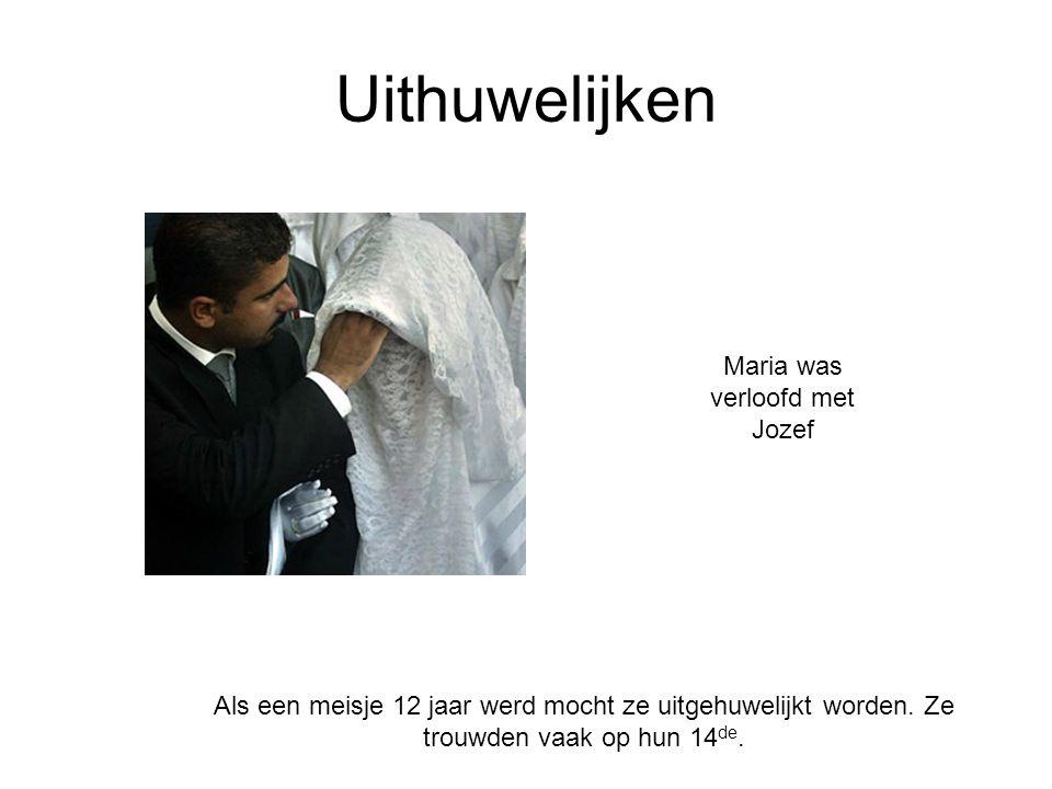 Uithuwelijken Als een meisje 12 jaar werd mocht ze uitgehuwelijkt worden. Ze trouwden vaak op hun 14 de. Maria was verloofd met Jozef