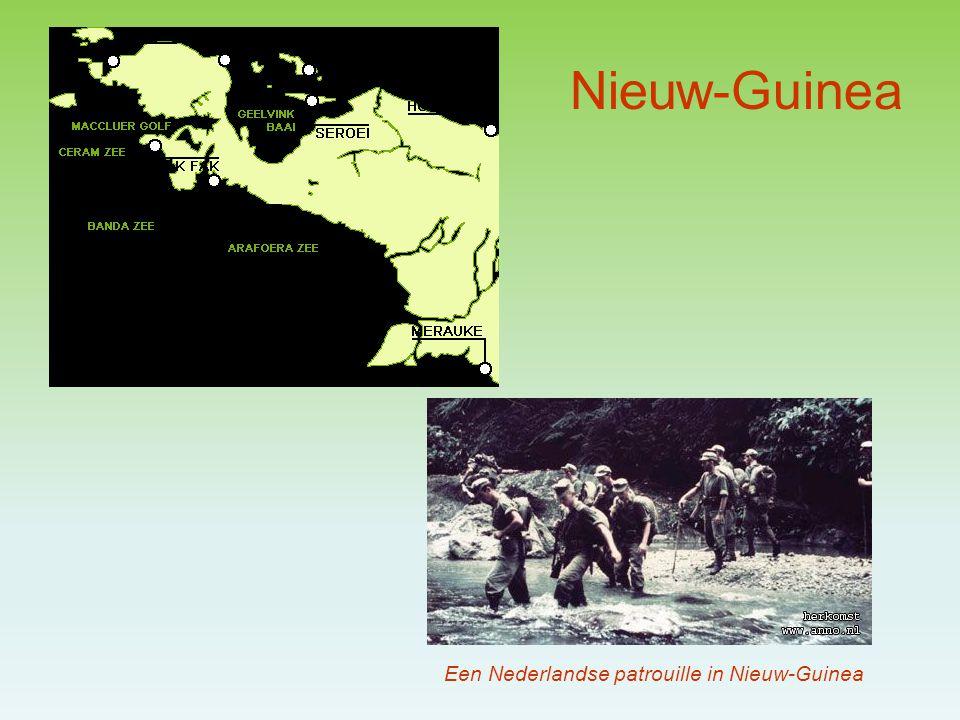 De strijd om Nieuw-Guinea Soekarno gebruikte de kwestie om voor binnenlandse stemmingmakerij; aanwakkeren nationalisme In 56-57 werden omwille van de kwestie de nog aanwezige Nederlanders en Indo's, hun bedrijven en cultuurgoed aangepakt Vanaf 58 bereidde Indonesië een oorlog voor Vanaf 60 gaat Nederland over tot militarisering van het gebied Maar vlak voordat – de jaarwisseling 1961-1962 – er een oorlog kon uitbreken, bleek dat Nederland geheel alleen stond in haar strijd De Amerikanen begonnen steeds meer druk uit te oefenen op Nederland, doordat men bang was Indonesië in de armen van de Sovjet-Unie te drijven