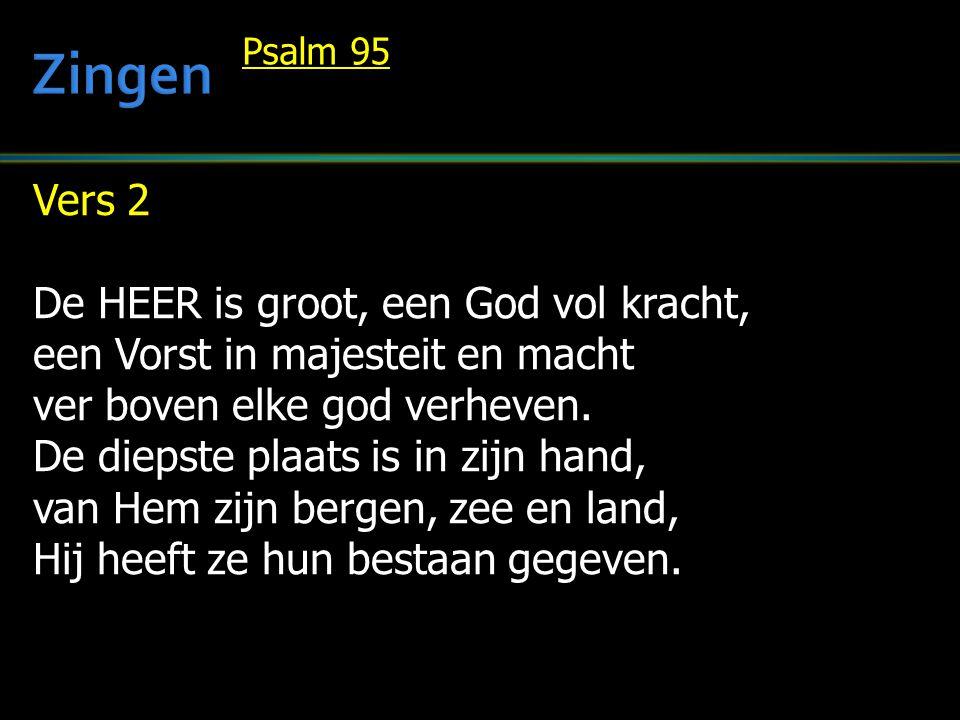 Vers 2 De HEER is groot, een God vol kracht, een Vorst in majesteit en macht ver boven elke god verheven.