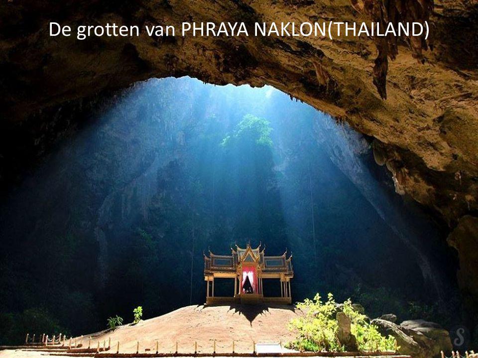 De grotten van PHRAYA NAKLON(THAILAND)