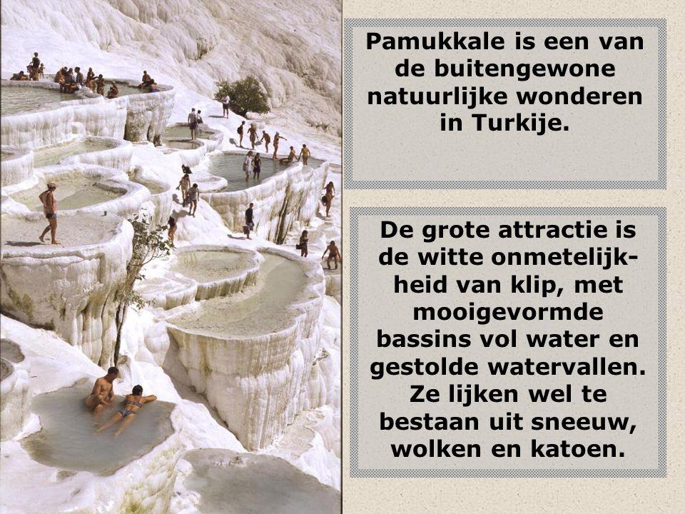 Pamukkale is een van de buitengewone natuurlijke wonderen in Turkije.