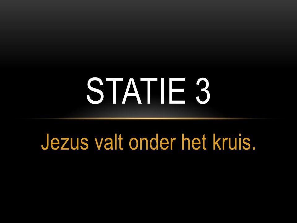Jezus valt onder het kruis. STATIE 3