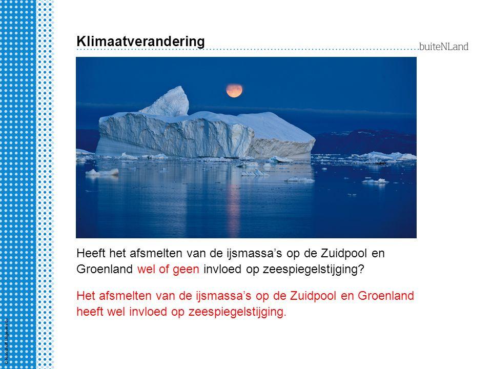Heeft het afsmelten van de ijsmassa's op de Zuidpool en Groenland wel of geen invloed op zeespiegelstijging.