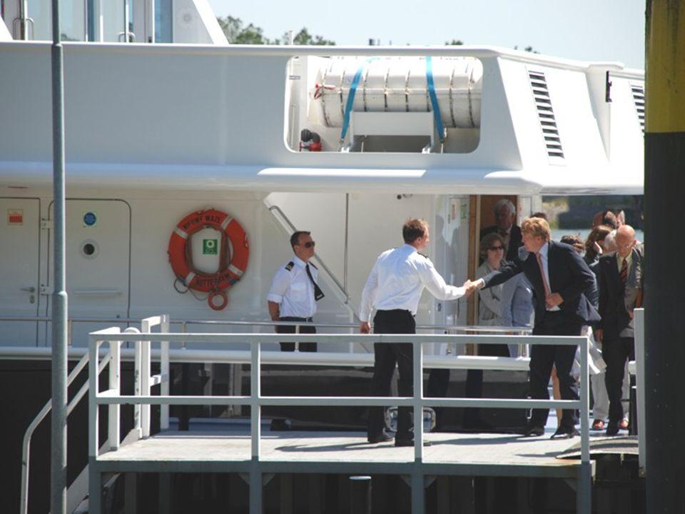 De Nieuwe Maze is een schip van Gemeente Rotterdam en vaart meestal met hooggeplaatste personen door de havens.