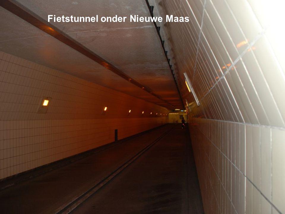 Lift ter hoogte van fietstunnel