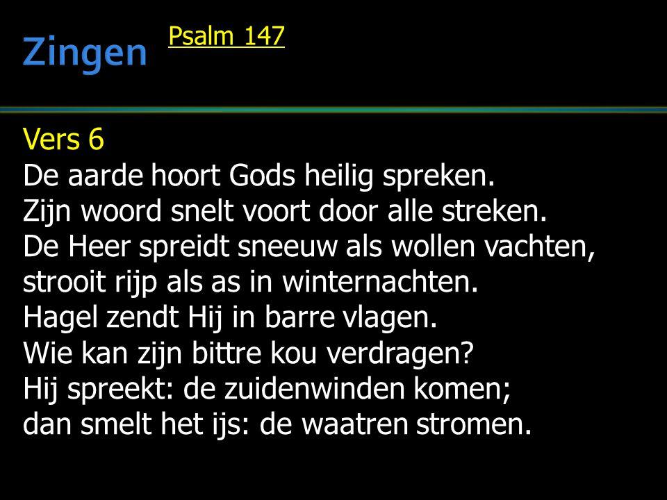 Vers 6 De aarde hoort Gods heilig spreken. Zijn woord snelt voort door alle streken. De Heer spreidt sneeuw als wollen vachten, strooit rijp als as in