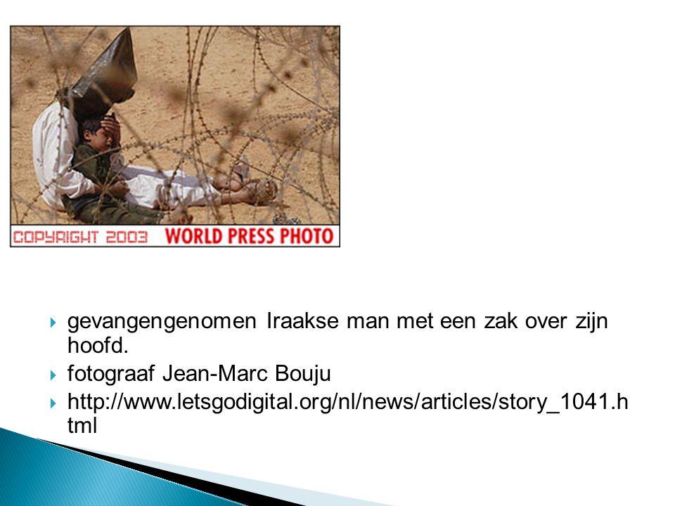  gevangengenomen Iraakse man met een zak over zijn hoofd.  fotograaf Jean-Marc Bouju  http://www.letsgodigital.org/nl/news/articles/story_1041.h tm