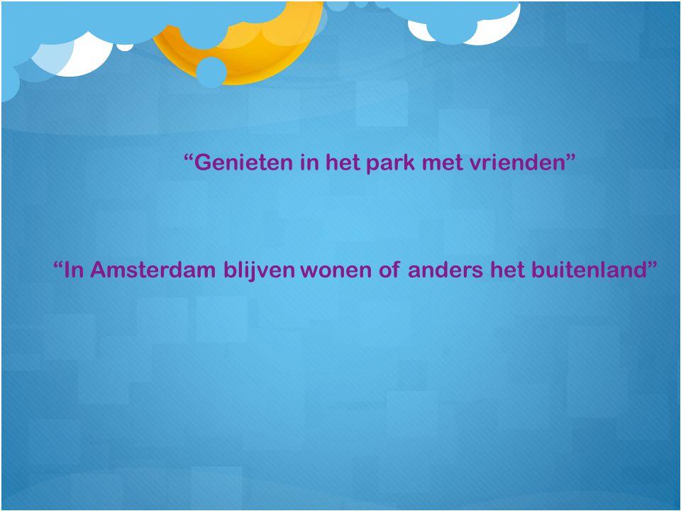 Genieten in het park met vrienden In Amsterdam blijven wonen of anders het buitenland