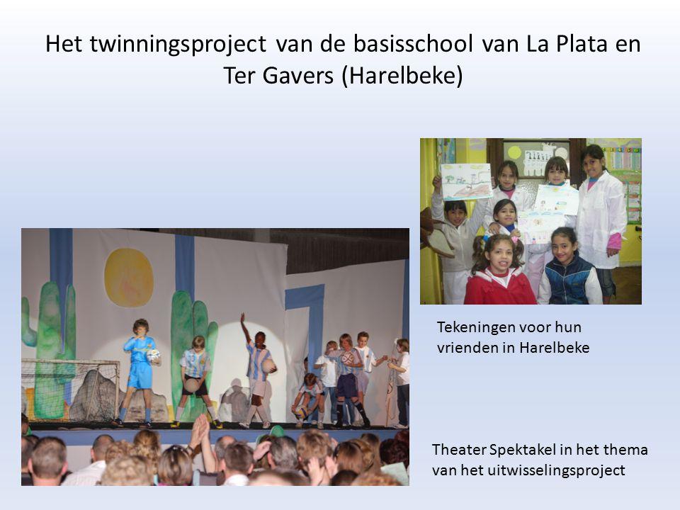 Het twinningsproject van de basisschool van La Plata en Ter Gavers (Harelbeke) Theater Spektakel in het thema van het uitwisselingsproject Tekeningen voor hun vrienden in Harelbeke