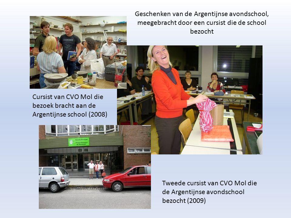Geschenken van de Argentijnse avondschool, meegebracht door een cursist die de school bezocht Cursist van CVO Mol die bezoek bracht aan de Argentijnse