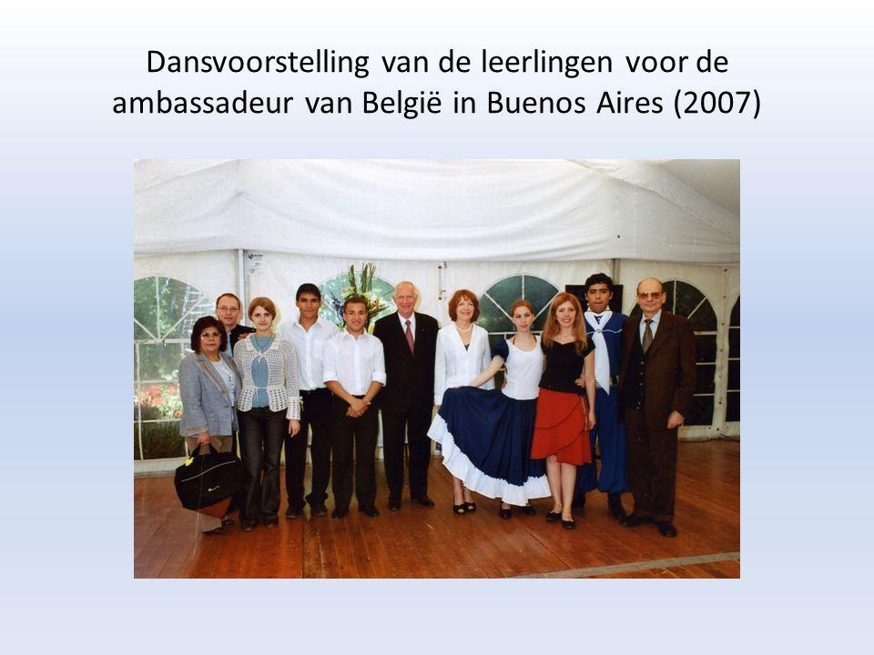 bezoeken aan het CVO van Olivos Eindejaarstentoonstelling (december 2008) in avondschool van Olivos Ontmoeting met de burgemeester van Olivos, cultureel Attaché van België en ARG-Gent Uitreiking diploma's (december 2008) ere-genodigden: vertegenwoordiging van Vlamingen in Argentinië