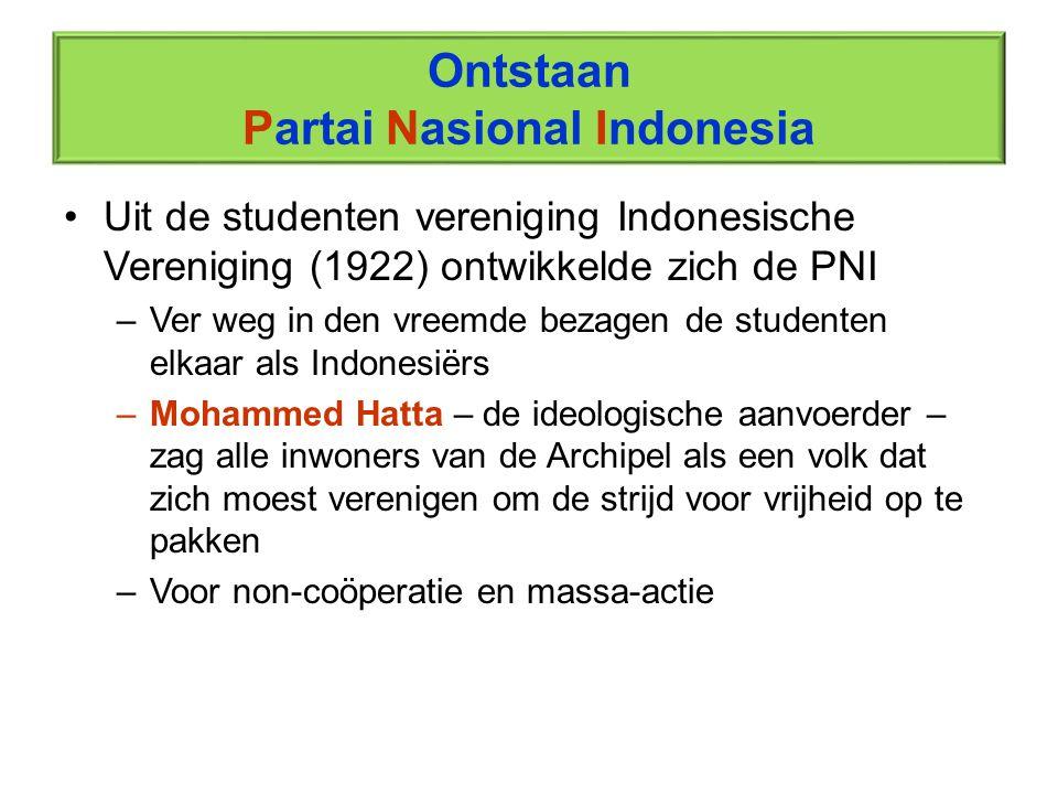 Ontstaan Partai Nasional Indonesia Uit de studenten vereniging Indonesische Vereniging (1922) ontwikkelde zich de PNI –Ver weg in den vreemde bezagen
