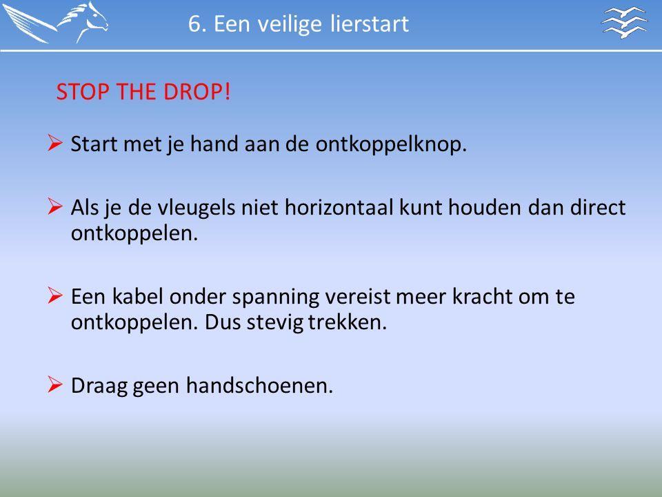  Start met je hand aan de ontkoppelknop.  Als je de vleugels niet horizontaal kunt houden dan direct ontkoppelen.  Een kabel onder spanning vereist