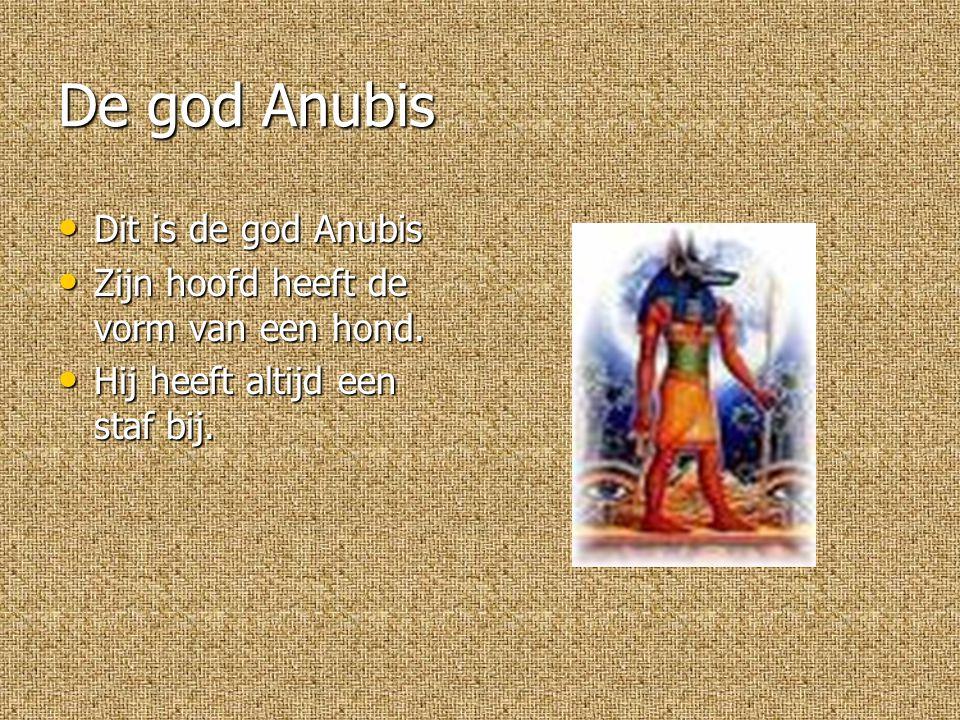 De god Anubis Dit is de god Anubis Dit is de god Anubis Zijn hoofd heeft de vorm van een hond.
