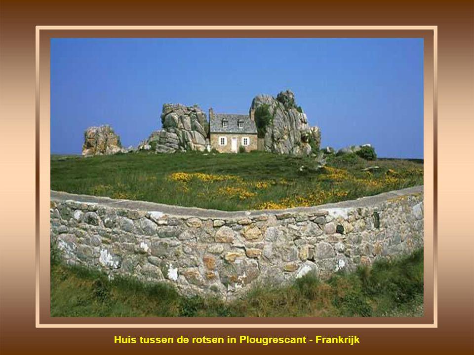 Rots in de vorm van het hoofd van een oude vrouw - Portugal