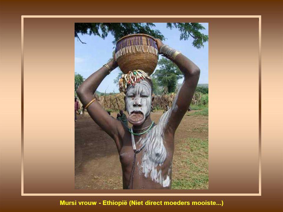 Mursi vrouw - Ethiopië (Niet direct moeders mooiste...)
