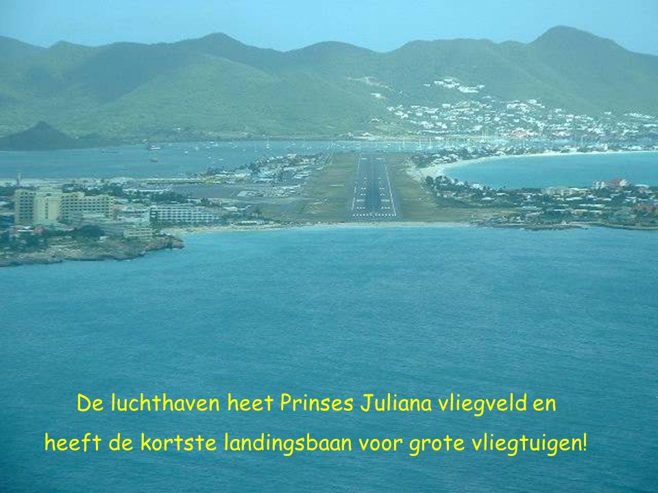 De luchthaven heet Prinses Juliana vliegveld en heeft de kortste landingsbaan voor grote vliegtuigen!