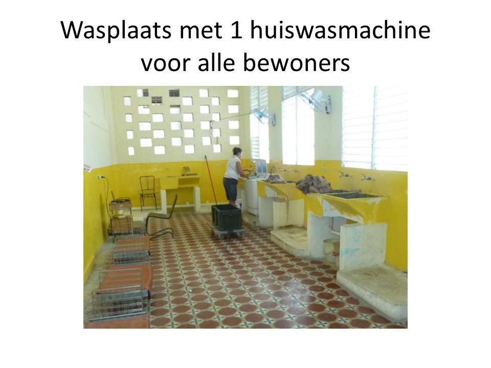 Wasplaats met 1 huiswasmachine voor alle bewoners