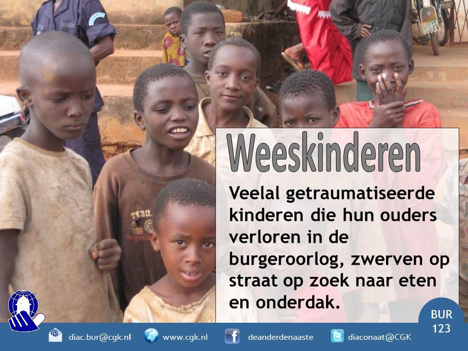 Veelal getraumatiseerde kinderen die hun ouders verloren in de burgeroorlog, zwerven op straat op zoek naar eten en onderdak. BUR 123 diac.bur@cgk.nl