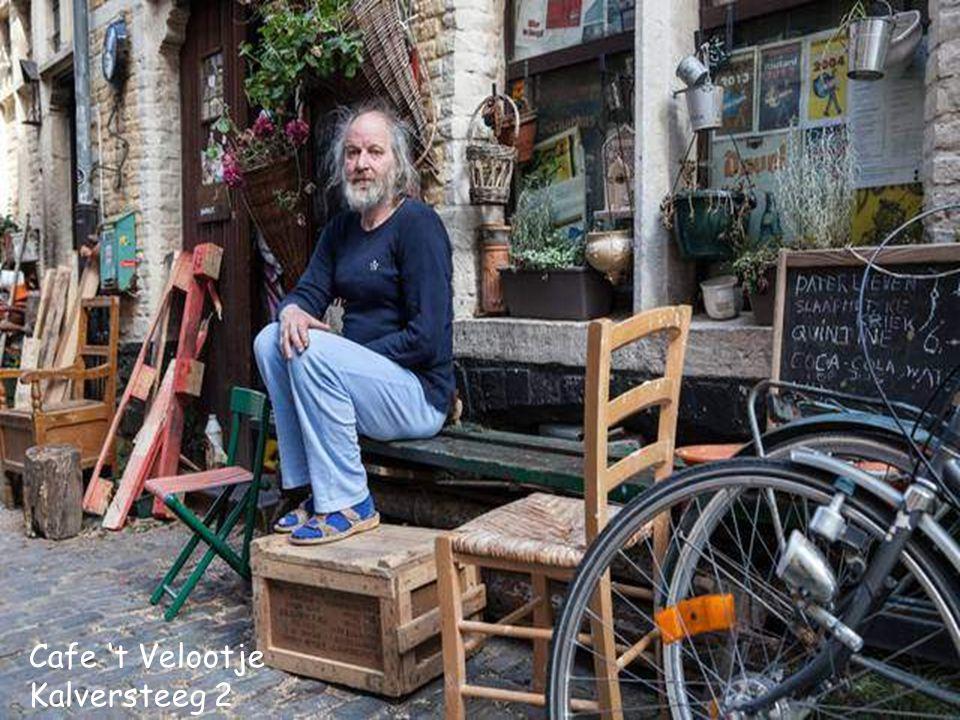 Het beroemdste Rommeligste Café van Patershol en van Gent Café 't Velootje Kalverstraat 2