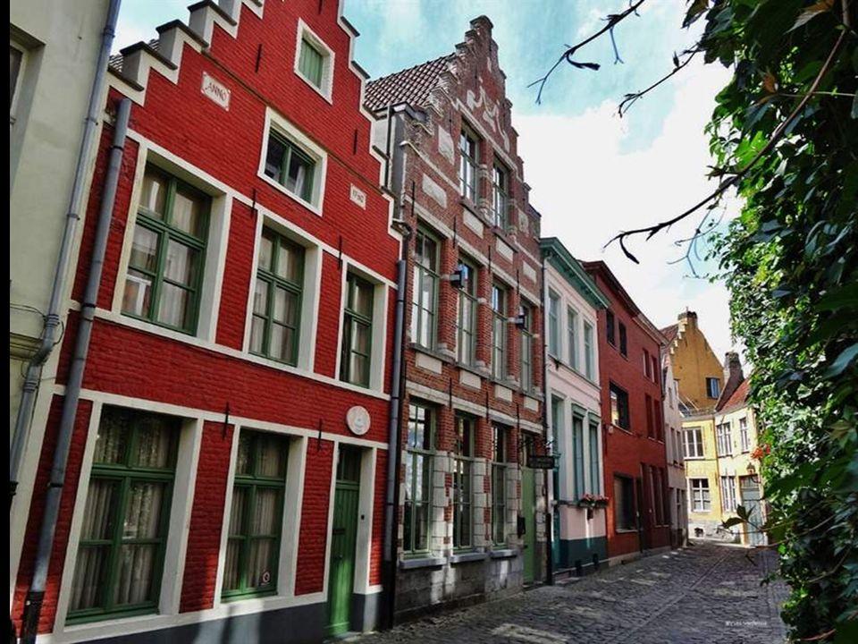 Patershol smalle straatjes & gezellige cafeetje & Restaurants Dit gehucht ligt juist achter de kraanlei & Oudburg