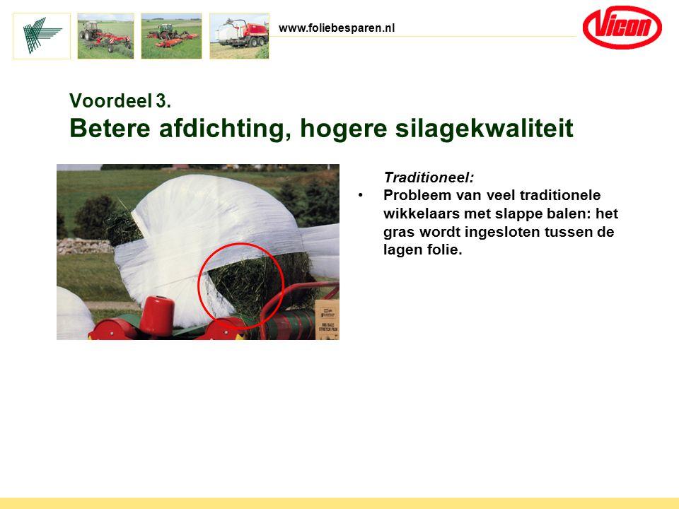 www.foliebesparen.nl Traditioneel: Probleem van veel traditionele wikkelaars met slappe balen: het gras wordt ingesloten tussen de lagen folie. Voorde