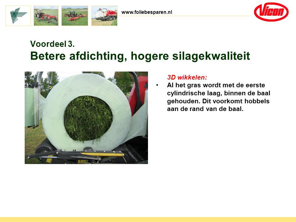 www.foliebesparen.nl 3D wikkelen: Al het gras wordt met de eerste cylindrische laag, binnen de baal gehouden. Dit voorkomt hobbels aan de rand van de