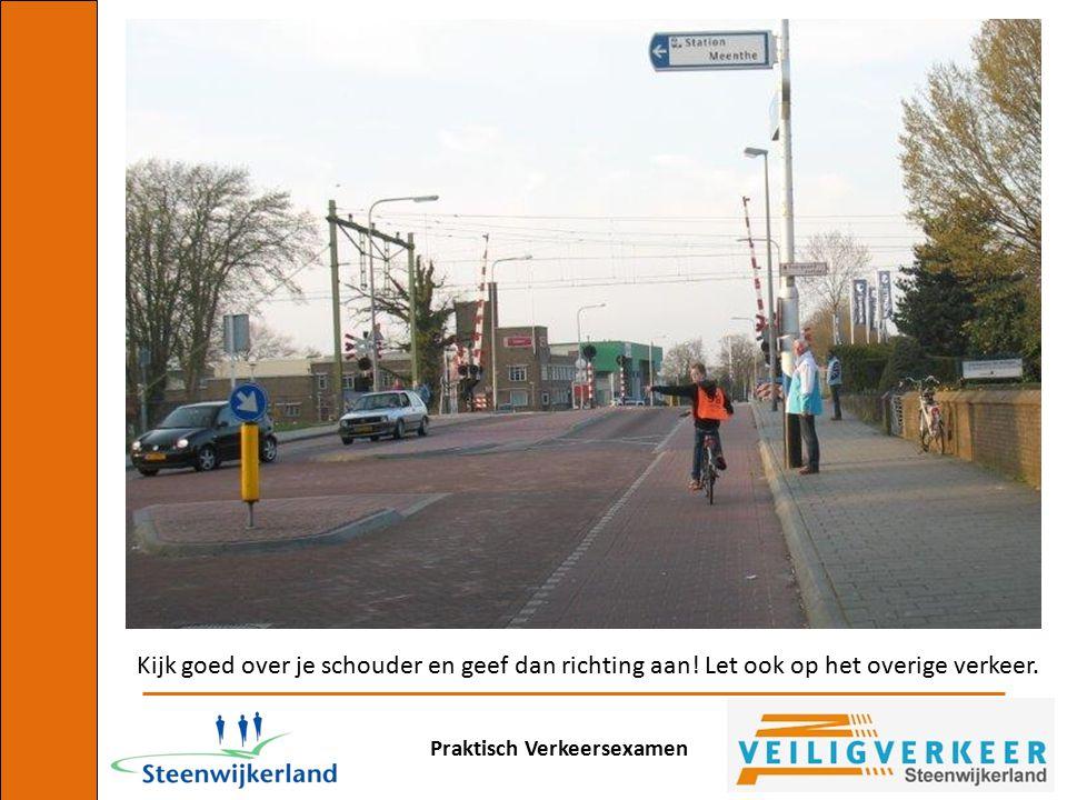 Praktisch Verkeersexamen Kijk goed over je schouder en geef dan richting aan! Let ook op het overige verkeer.