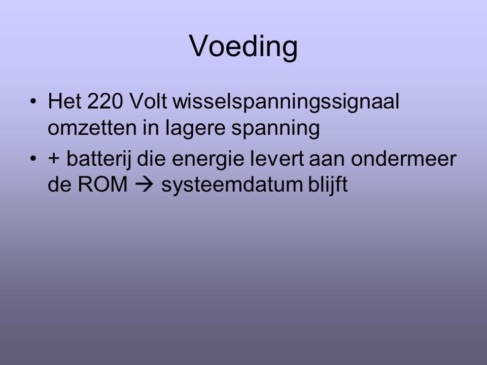 Het 220 Volt wisselspanningssignaal omzetten in lagere spanning + batterij die energie levert aan ondermeer de ROM  systeemdatum blijft
