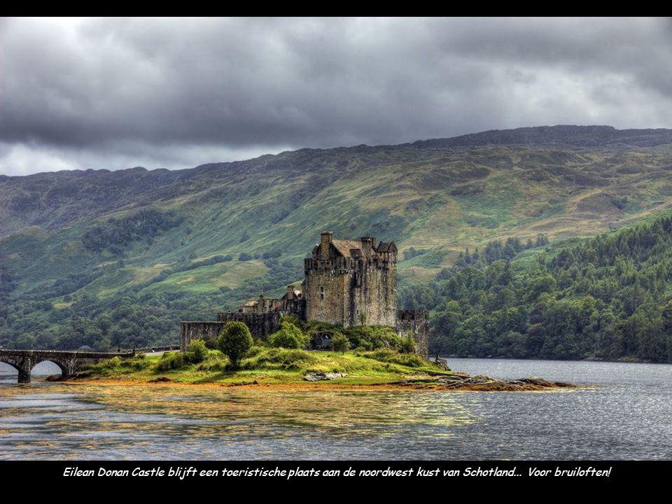 Eilean Donan Castle blijft een toeristische plaats aan de noordwest kust van Schotland... Voor bruiloften!