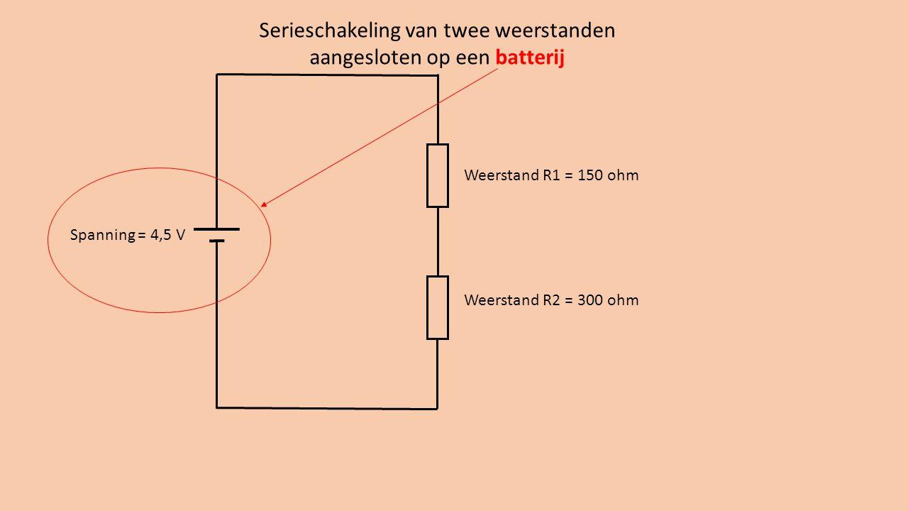 Weerstand R1 = 150 ohm Weerstand R2 = 300 ohm Serieschakeling van twee weerstanden aangesloten op een batterij Spanning = 4,5 V