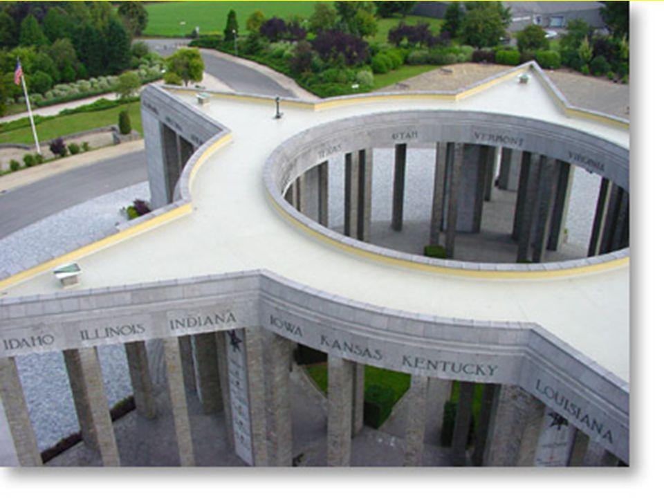 Het Mardasson gedenkteken Dit monument in de vorm van een ster met vijf punten werd ontworpen door de architect Georges DEDOYARD ter ere van de 76.890